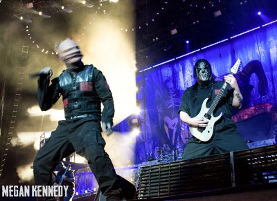 Corey Taylor caught mid-exorcism next to Mick Thomson. Copyright Megan Kennedy // abuseofreason.com