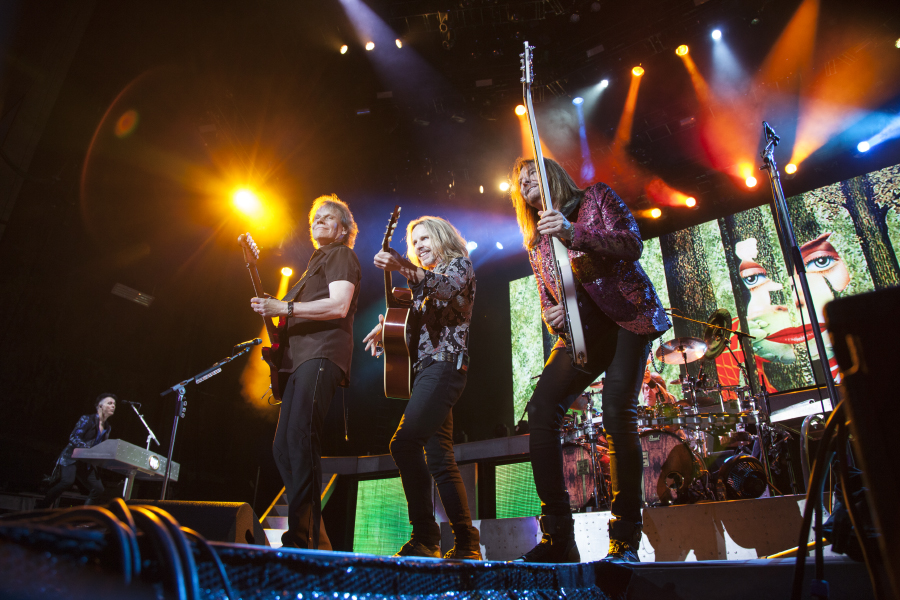 Def Leppard play USANA with Styx and Tesla