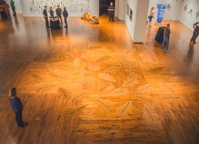 The fallen leaf art on the lower level is a harsh reminder that I need to clean my driveway back home. Photo: Talyn Sherer