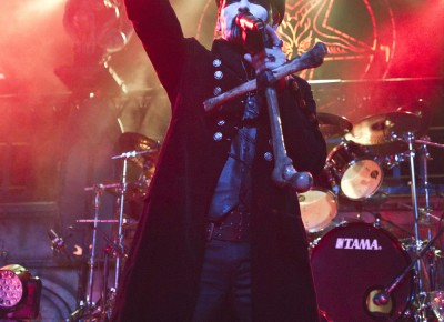 King Diamond points out to the crowd. Photo by Madi Smith.