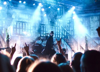 Fans hold their horns high as King Diamond covers Mercyful Fate. Photo by Madi Smith.