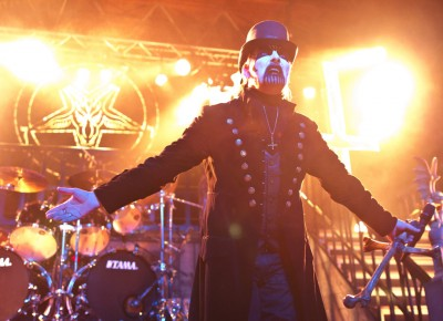 King Diamond elicits cheers from the crowd. Photo by Madi Smith.