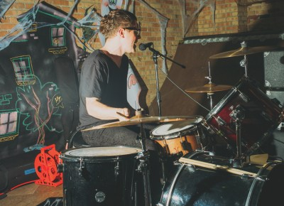 Jeremy Devine plays drums as Hüsker Dü (Chalk). Photo: Tyson Call @clancycoop