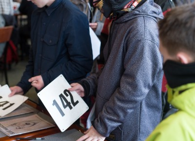Contestant Colton Cravens gets his number as the line gets longer for registration. Photo: Niels Jensen