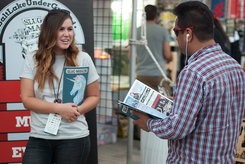 SLUG Mag teamster Sam Smith talks shop with a DIY Fest attendee. Photo: @snowlenda