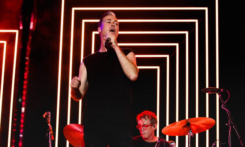 Fitz of Fitz and The Tantrums flashing some awesome neon stage lighting for Twilight. Photo: @Lmsorenson