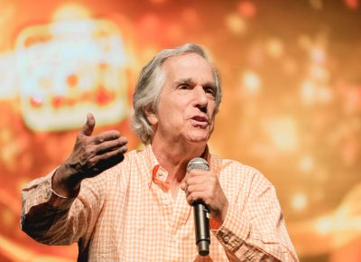 The nicest, most scattered man in the world, Henry Winkler, talking to the crowd about learning differences and how to believe in yourself. Photo: @Lmsorenson