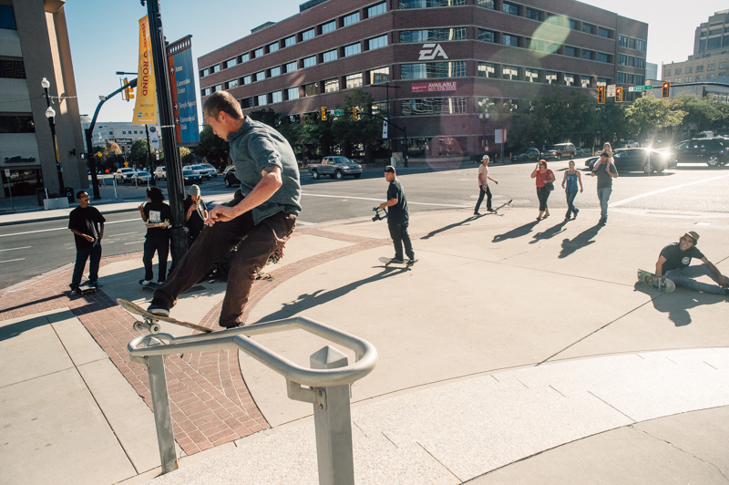 With multiple teams looking on, Sam front boardslides a kinker. Photo: Niels Jensen