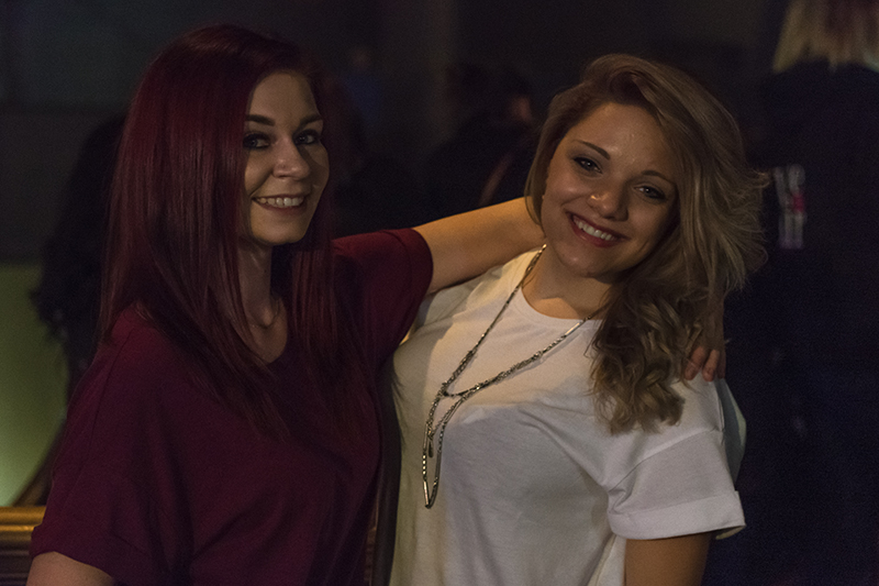 Best friends Jorie and Savannah take in Tuesday's concert in the bar. Photo: ColtonMarsalaPhotography.com