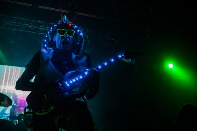 In an unprecedented first appearance, Steve Vai takes the stage with by far one of the most badass outfits you have ever seen. Photo: Talyn Sherer