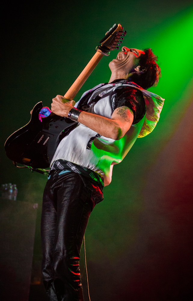 Steve Vai lets out a roaring scream as the music takes over his soul. Photo: Talyn Sherer