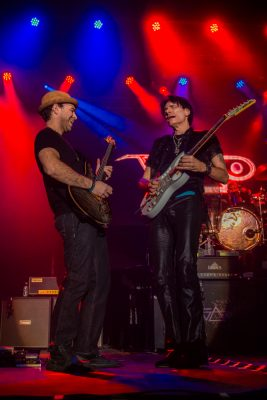 (L–R) Dave Weiner and Steve Vai battle it out onstage, to the amusement of the crowd. Photo: Talyn Sherer