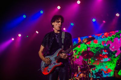 Steve Vai performs like a human version of a psychedelic drug. Photo: Talyn Sherer