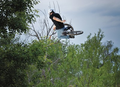 Tim Thompson – Classic One-Handed Table – Tanner Park, SLC, Utah. Photo: Andy Fitzgerrell