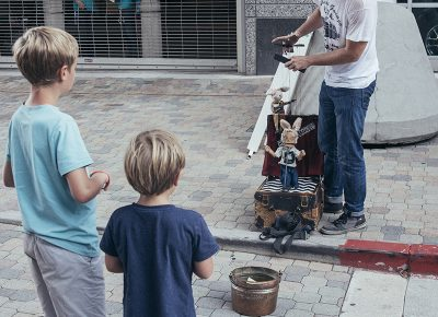 A puppeteer garners the attention of two boys. Photo: @william.h.cannon