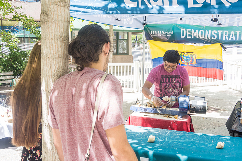 People gathered around the live-artist demo as Luis showcased his craft. Photo: @colton_marsala