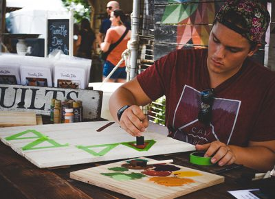 Tweetle Dee puts on a live demonstration of his craft for those who frequented his booth. Photo: @taylnshererphoto