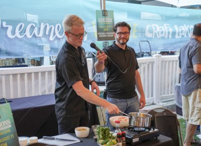 A Harmons chef putting on a food demonstration. Photo: @jaysonrossphoto
