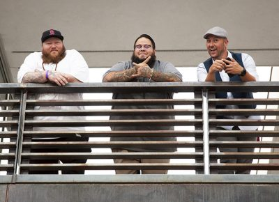 Three gentlemen watch the festival from above. Photo: @jbunds