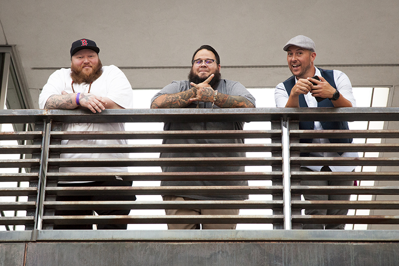 Three gentlemen watch the festival from above. Photo: @jbunds