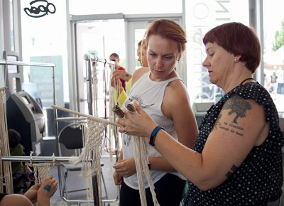 Macramé-making workshop by Marti Woolford of Marti Makes in the West Elm Workshop Area. @cezaryna