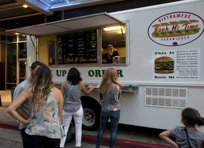 Patrons wait in line to order from the Banh Mi Time truck. Photo: @jbunds