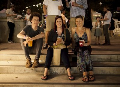 Three friends sit on the steps and enjoy their beers. Photo: @jbunds
