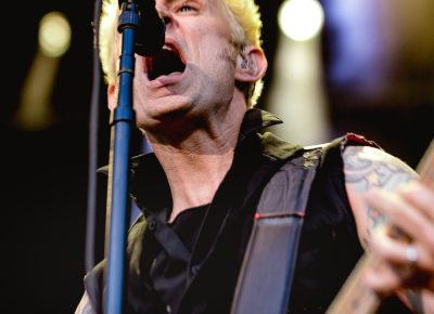 Mike Dirnt, bassist for Green Day, screams backup vocals for all to hear. Photo: Lmsorenson.net