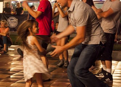 A father dances with his daughter during Joshy Soul and the Cool performance. Photo: @jbunds