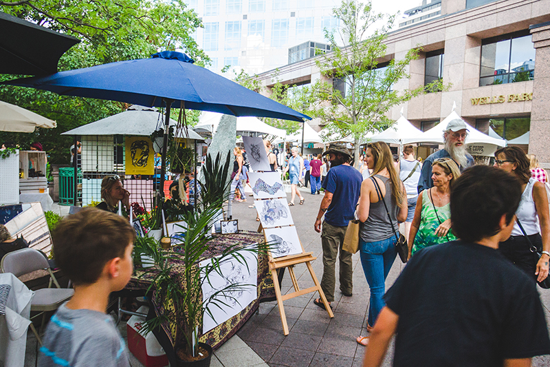 Despite the showery weather, the festival pushed on and didn't stop anyone from enjoying the art. Photo: @taylnshererphoto