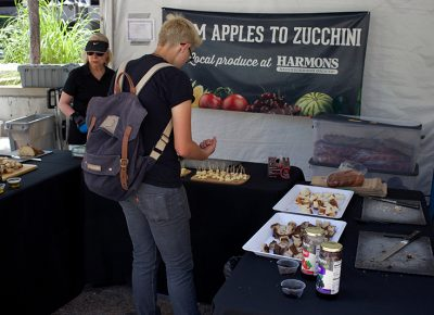 Harmons provided free samples of their delicious produce, bread and spreads.@cezaryna