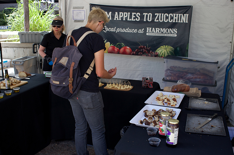 Harmons provided free samples of their delicious produce, bread and spreads. @cezaryna