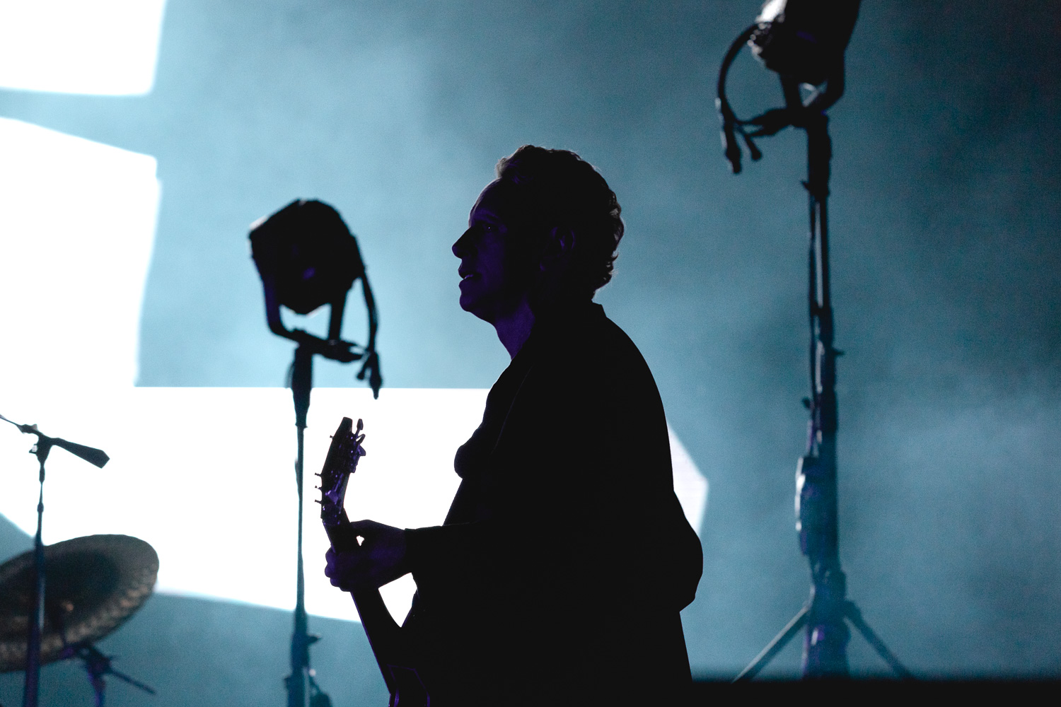 The silhouette of Martin Gore with shining lights from the giant display behind. Photo: Lmsorenson.net