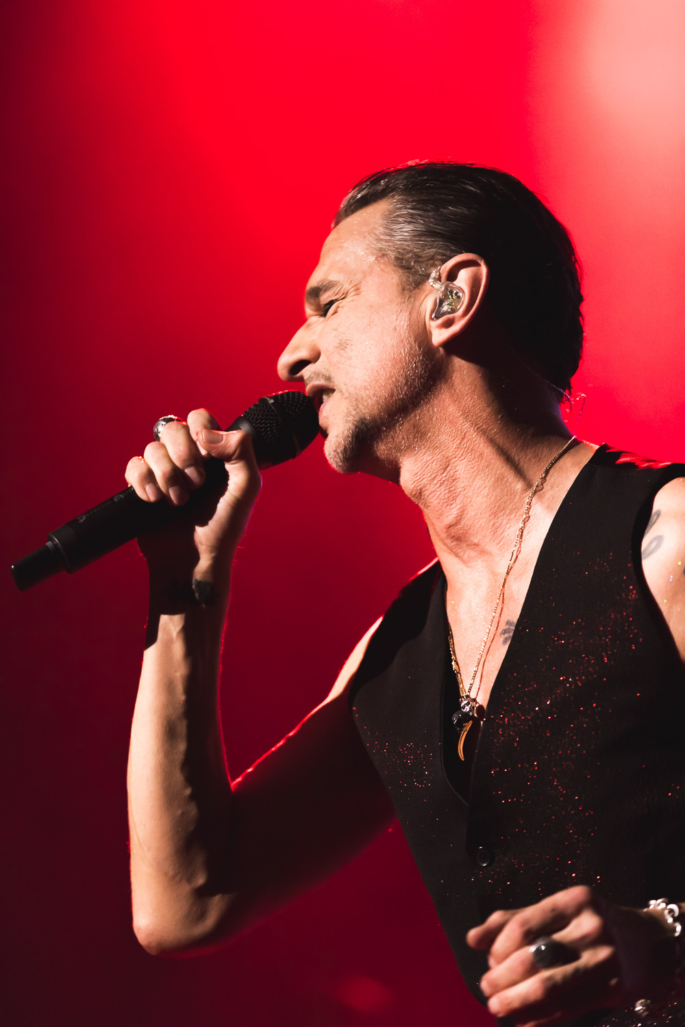 Dave Gahan singing onstage with Depeche Mode. Photo: Lmsorenson.net