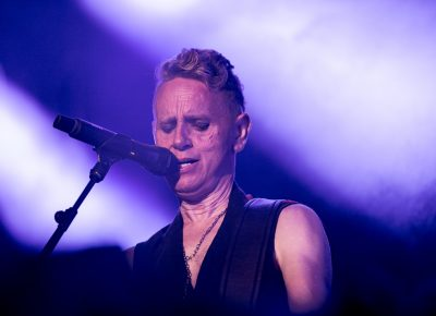 Martin Gore providing backup vocals for Depeche Mode. Photo: Lmsorenson.net