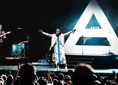 Jared Leto greets the audience and starts to sing. Photo: Lmsorenson.net