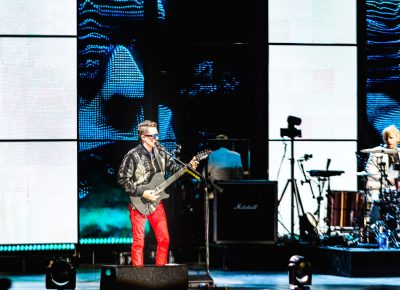 A giant Matthew Bellamy face stalks little Matthew Bellamy onstage. Photo: Lmsorenson.net