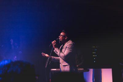Desi Valentine has the crowd at his feet as he sings. Photo: Lmsorenson.net