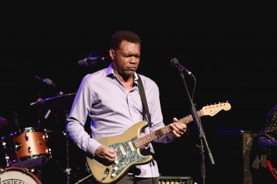 Robert Cray riffing some blues during the opening song. Photo: @Lmsorenson.net
