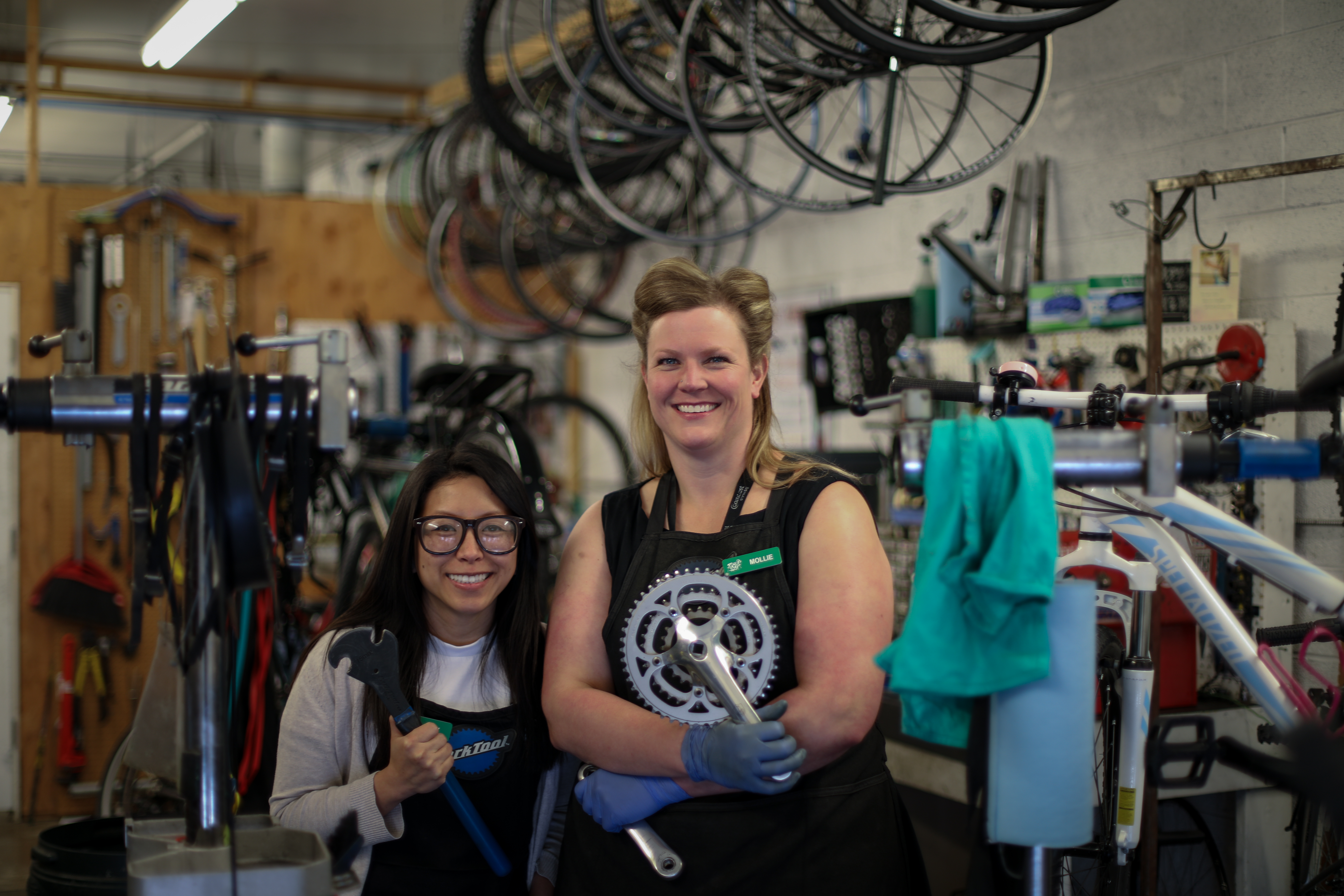 (L–R) SLCBC Volunteer and Program Coordinator Amy Wiscombe and Head Mechanic Mollie Bourdos.