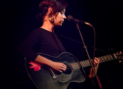 Musician Nina Nesbitt graces the crowd with her personal story–based indie folk tunes. Photo: Lmsorenson.net