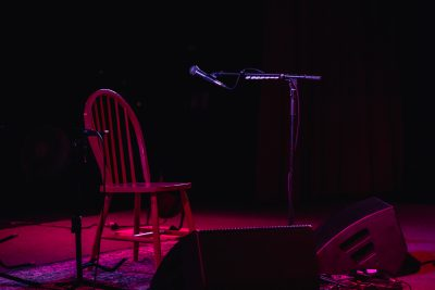 Modest setup for the evening's music: just a chair, some lights and a mic. Photo: Lmsorenson.net