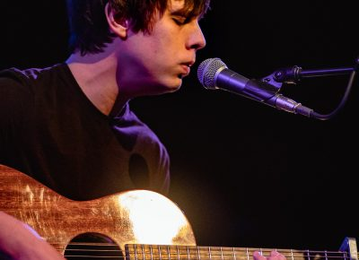 Jake Bugg and his calm, concentrated demeanor is only interrupted by the song's end. Photo: Lmsorenson.net