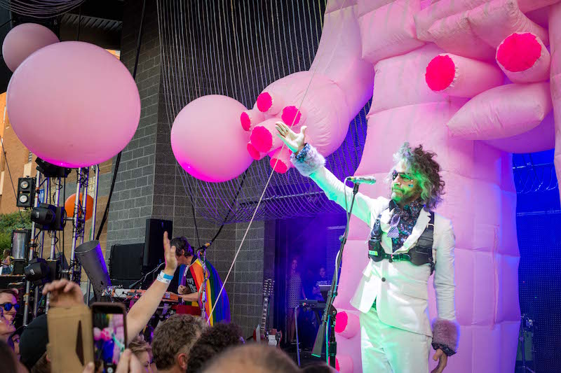 Wayne embraces the crowd. Photo: ColtonMarsalaPhotography.com