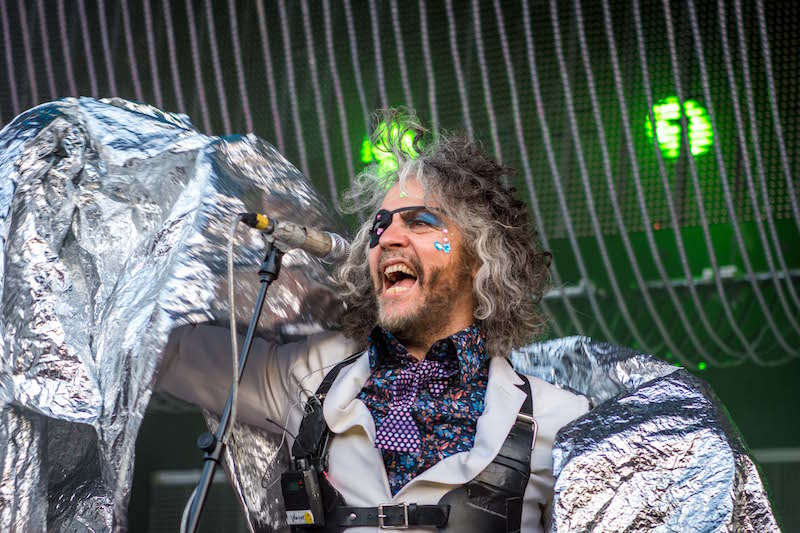 Wayne Coyne rocks a tinfoil-like cape. Photo: ColtonMarsalaPhotography.com