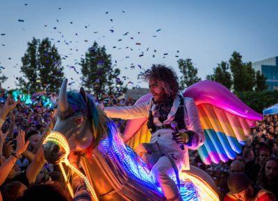 Wayne rides through the crowd. Photo: ColtonMarsalaPhotography.com