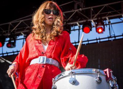 Ella Vos, a singer and drummer.