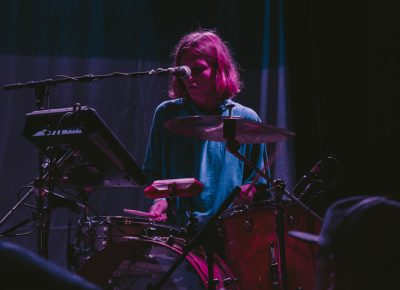 Madeline Kenney drummer keeping it simple and holding it down left handed. Photo: Matthew Hunter