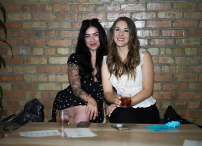 (L-R) Annie and Emily Hansen got some seats against the wall early on. Photo: @clancycoop