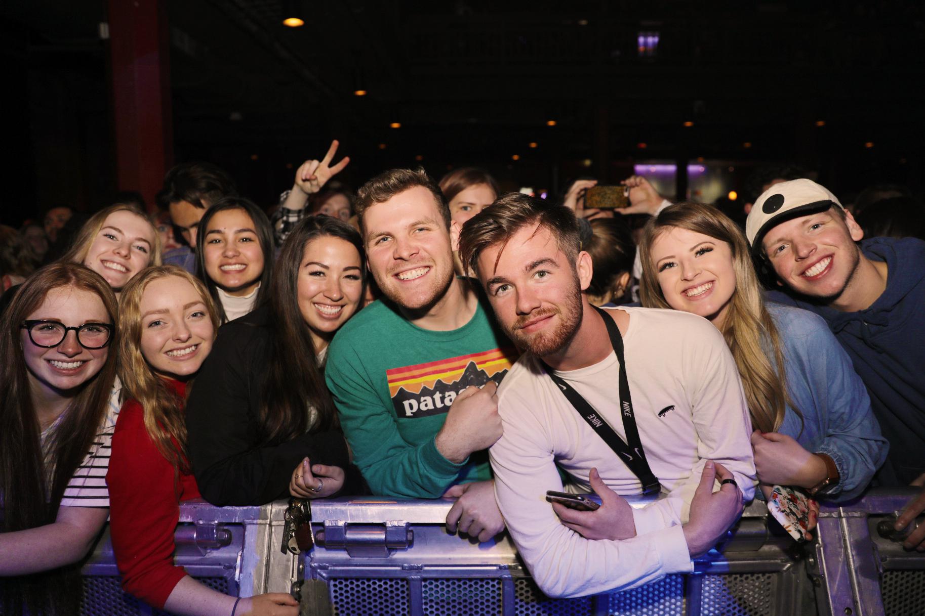 Fans Leah, Ally, Natalie, Erin, Nate, Faith, Jenna, Jade, Cassidy! Photo: @Lmsorenson Photography